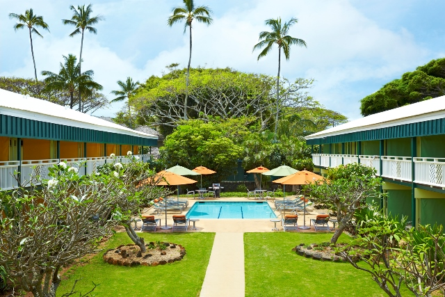 all-inclusive-maui-kaanapali-ocean-inn-bathroom